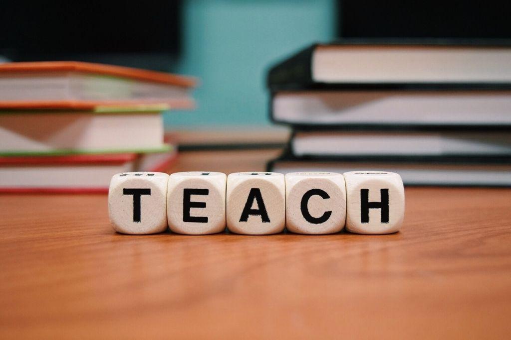 The Best Side Hustles For Teachers To Earn Money From Home 2